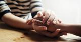 Що означає співчувати? Чим співчуття відрізняється від жалю і співчуття